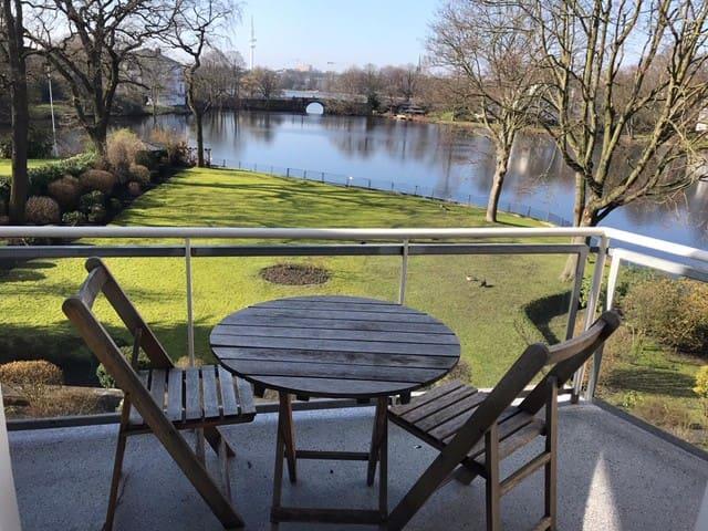 Traumlage und Wasserblick direkt an der Alster