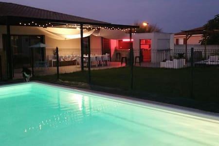 Suite parentale+cuisine d'été villa contemporaine