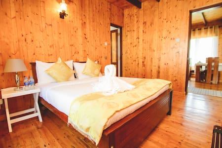 Sarah Cottage - Ginger room