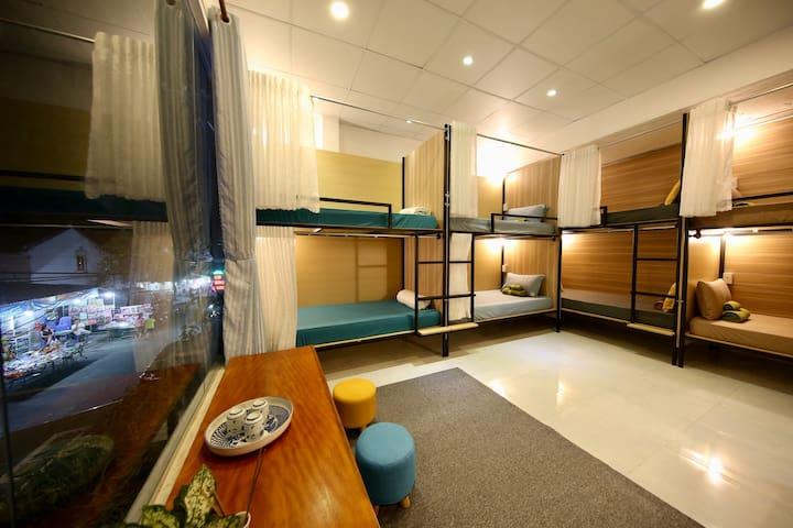 Mix dorm by night