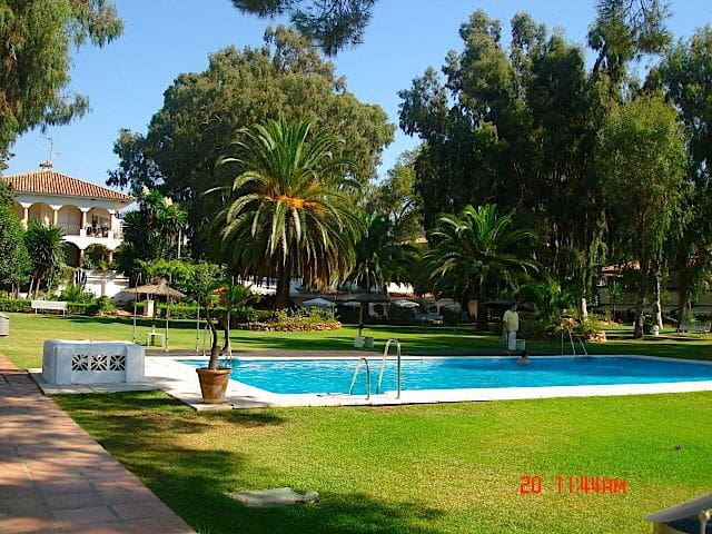 Puerto Banus Studio 2+1 free wifi - Marbella - Apartment