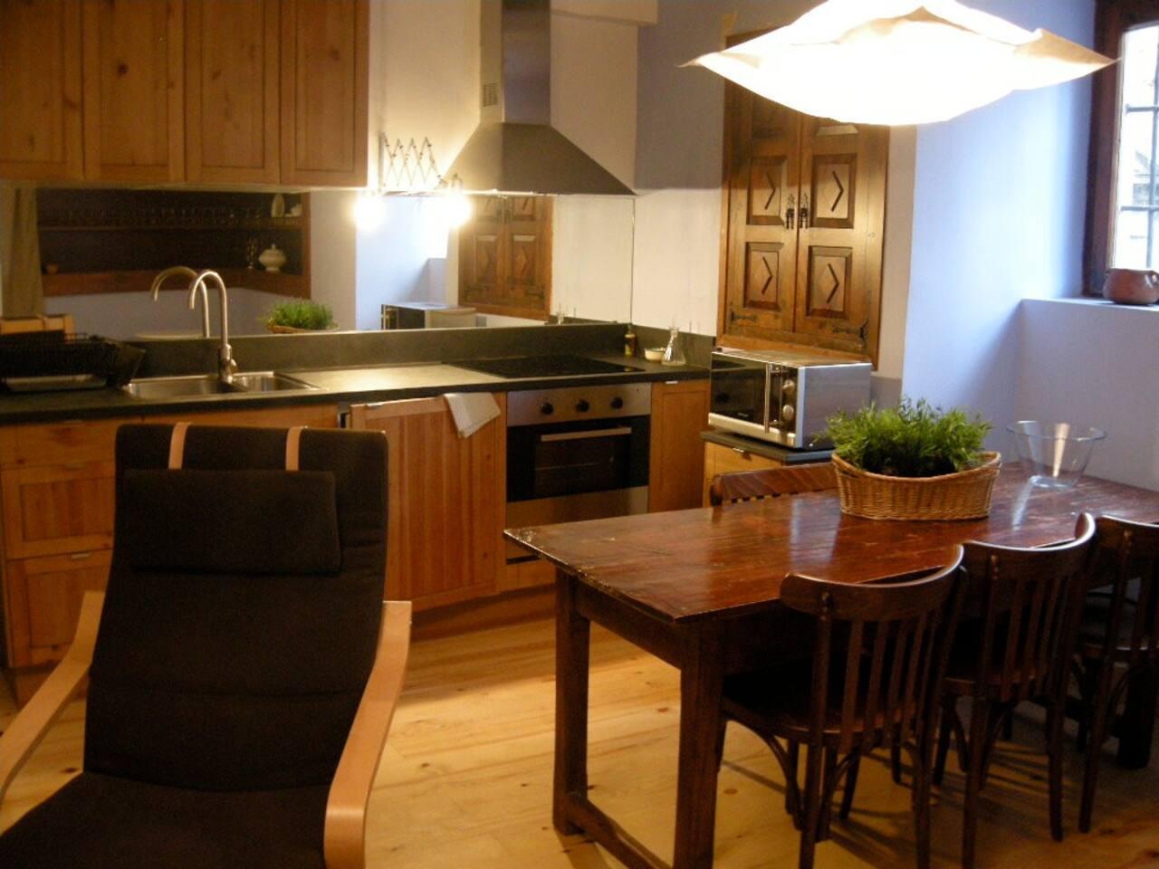 Espacio interior del alojamiento: Cocina- comedor.