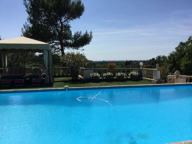 Very beautiful Gîte close to Eygalières with a great view of the Alpilles Natural Regional Park. - 2 people