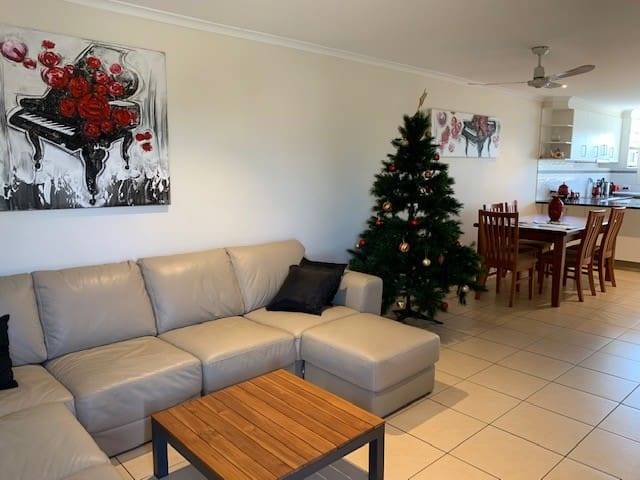 Stunning townhouse by the beach - Pets welcome