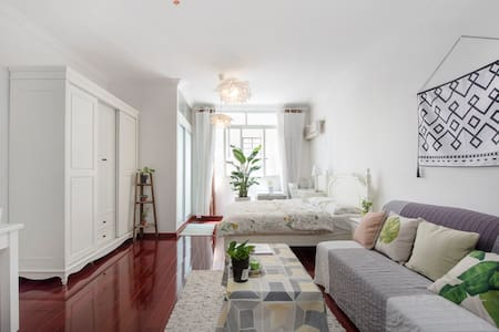 法租界阳光充足的温馨小屋Bright and cozy apt in downtown - Shanghai - Skjul
