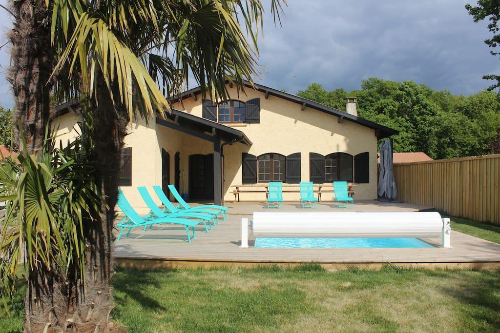 Villa avec piscine au coeur du bassin d arcachon villas for Piscine bassin d arcachon