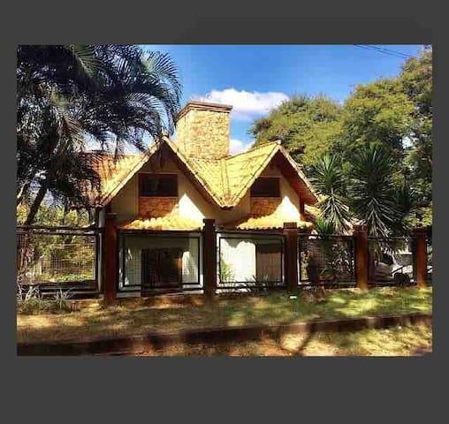 Casa aconchegante junto a natureza e vista linda
