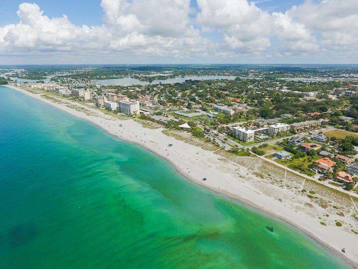Venice Condo Miles Away From Beaches and Downtown
