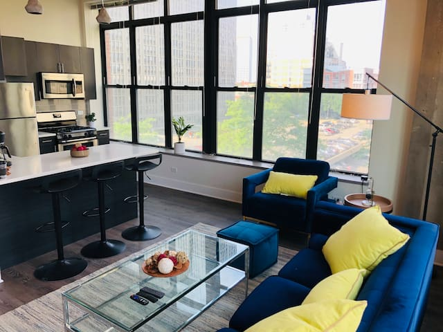 Corner 2br/2ba in Downtown with optional parking