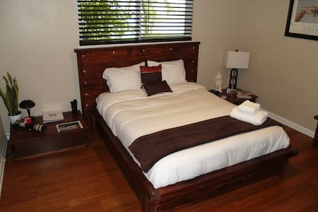 Queen Bed 1 and Futon @Feel at Home, Shared Shower
