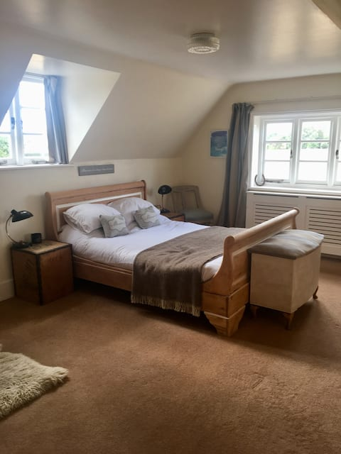 Beautiful Rural new forest bolt-hole family room