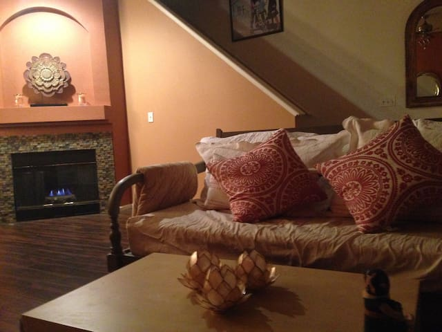 Private Room In Modern Town Home, Boulder County