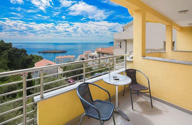 Triple room with sea view - Sveti Stefan - Bed & Breakfast