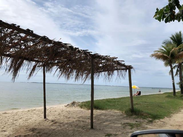 Casa confortável com piscina  pertinho da praia