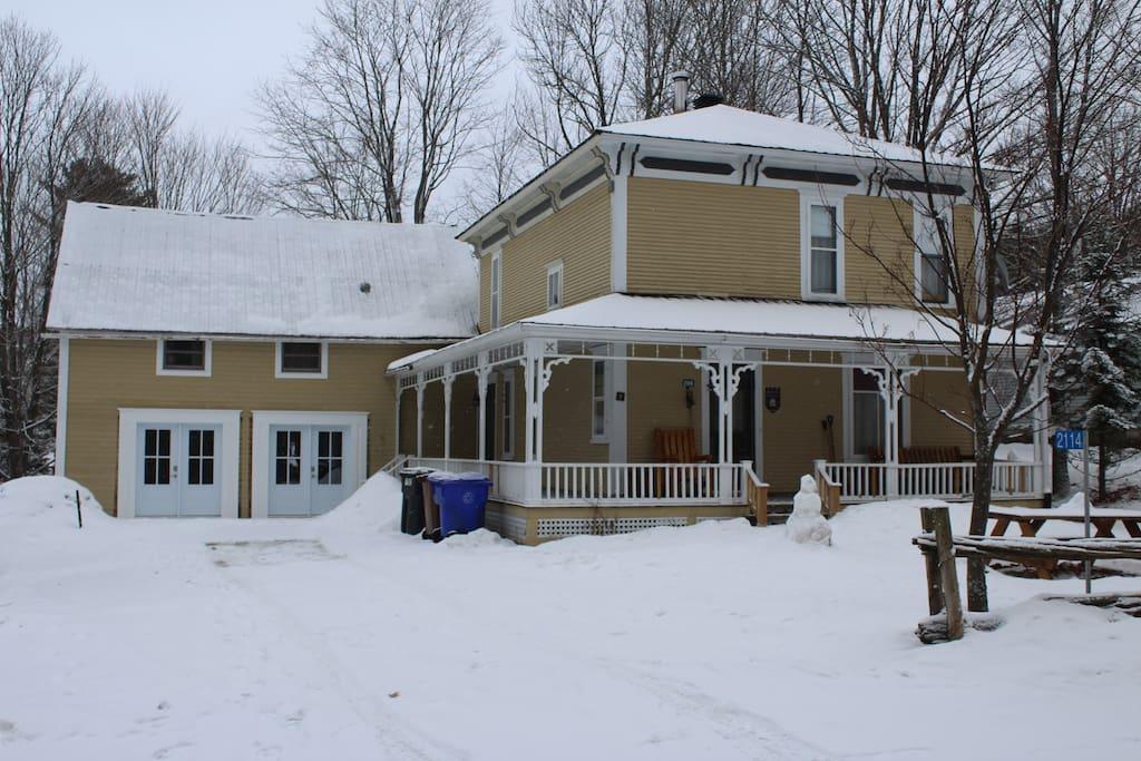La maison et le loft en hiver.