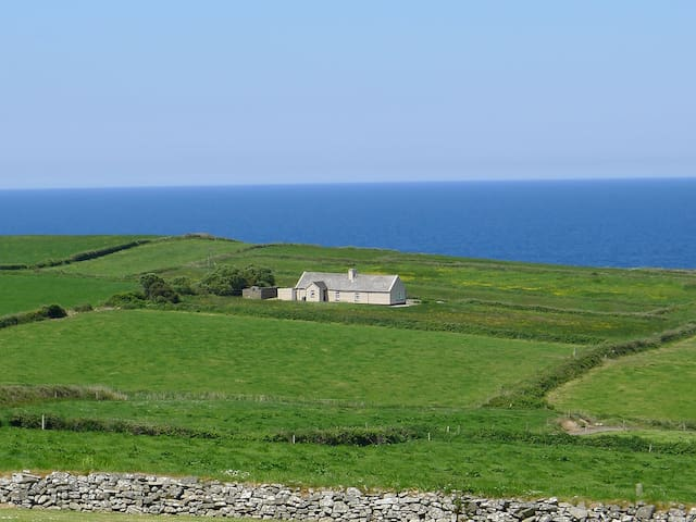 Cosy Cottage with Ocean View - Doonbeg - Bungalow