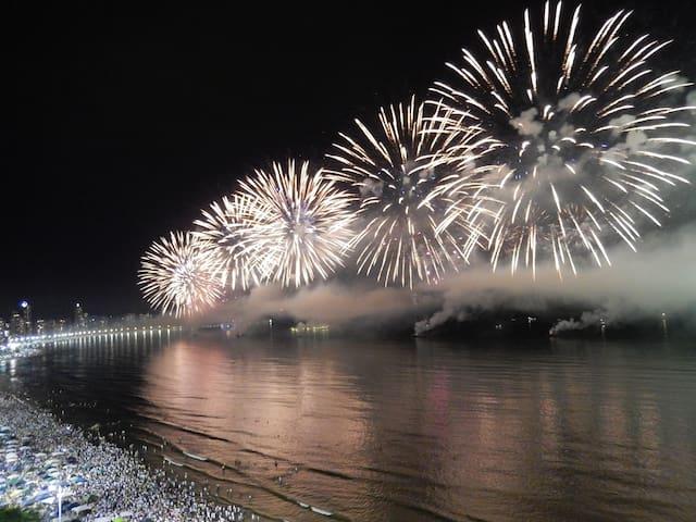 Show de fogos de ano novo visto da varanda