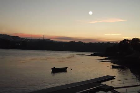 Quarto Confortável a 1 min do Rio Douro - Valbom - Ház