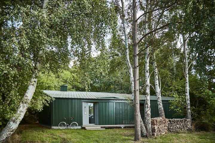 Unikt arkitekttegnet fritidshus ved Skuldelev Ås
