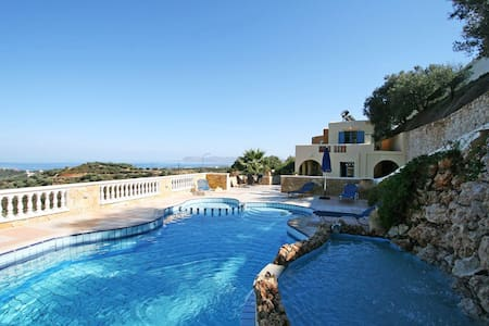 Villa Kalypso with 3 BD and private pool - Chania