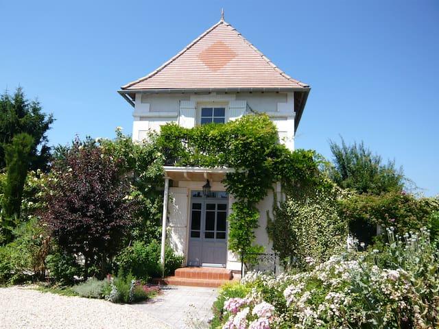 Belle maison et piscine entre Aubeterre et Chalais