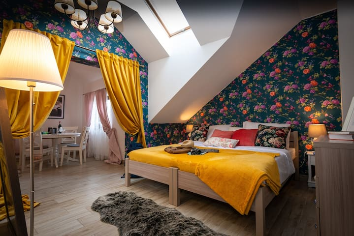Large 2 4-people rooms + Breakfast Krakow