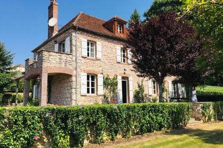 Restored Stone Farmhouse in Champagne Vineyards