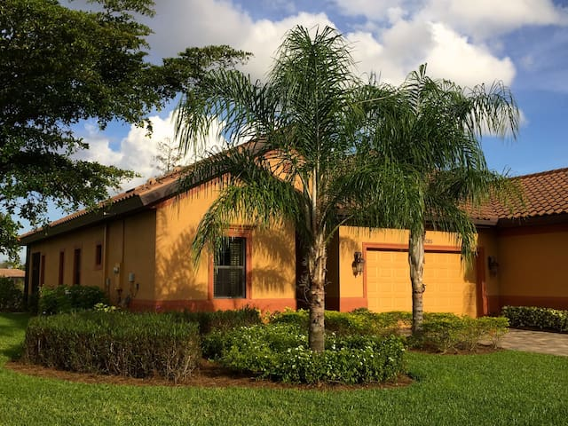 Luxury Monthly Rental: 3 bed 2 bath - Fort Myers - House