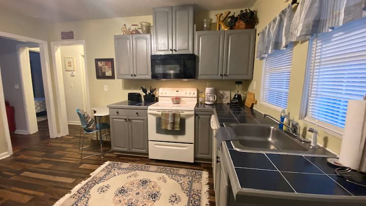 Knight Place - The Michael 2BD/1BA Apt Near Mercer
