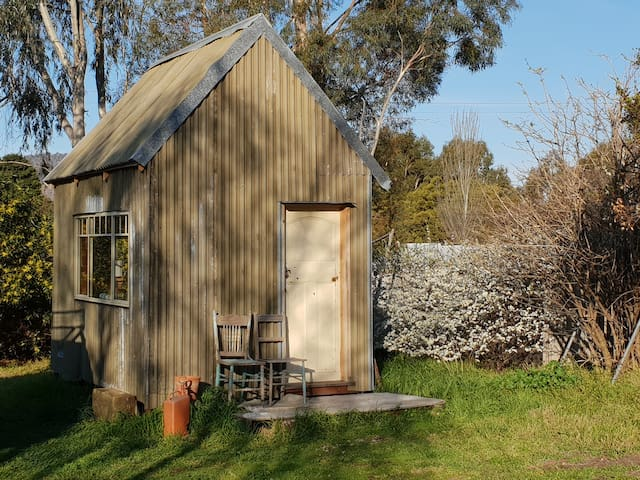 Rusts Bay pickers hut/tiny house