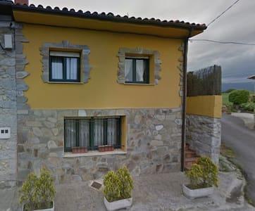 Casa en La Franca con terraza - La Franca