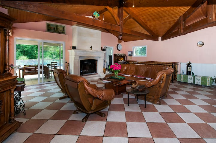 Spacious Villa in Médoc - Parempuyre - Villa
