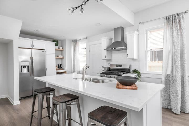 A Modern Silver City Retreat - Minutes to Mass Ave!