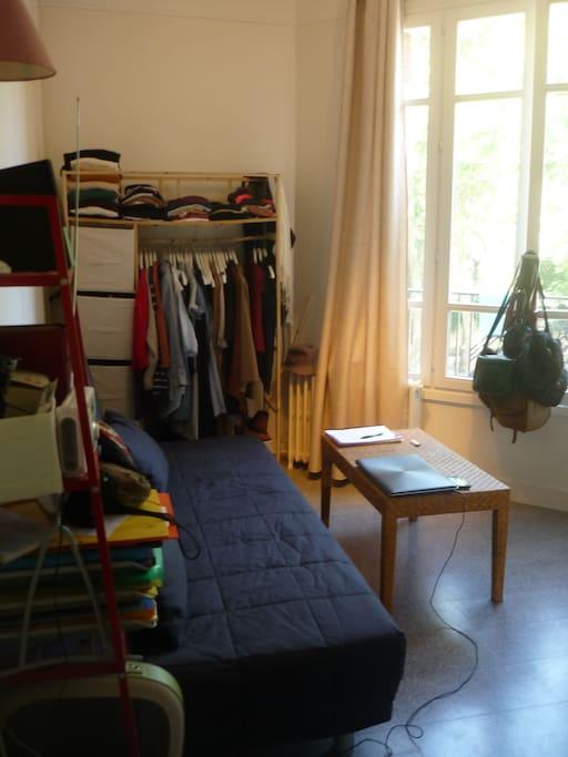 Chambre, salon, bibliothèque