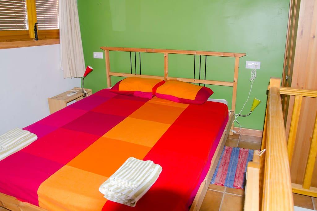Bonito dormitorio con terraza