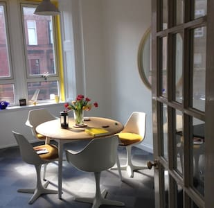 Quirky Comfortable Tenement Flat - Glasgow