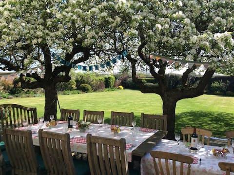 Quiet country getaway  in Kent in walled garden