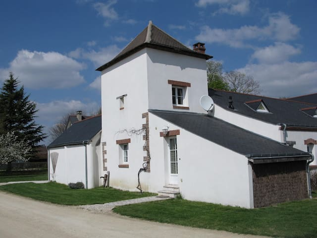 "Charmant gite de 4 personnes ""le pigeonnier"" - Guilly - House"
