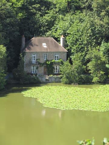 Superb lakeside villa - Paimpol - วิลล่า