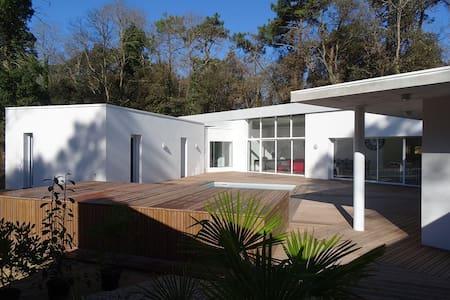 Villa A contemporaine avec piscine - Longeville-sur-Mer - 別荘