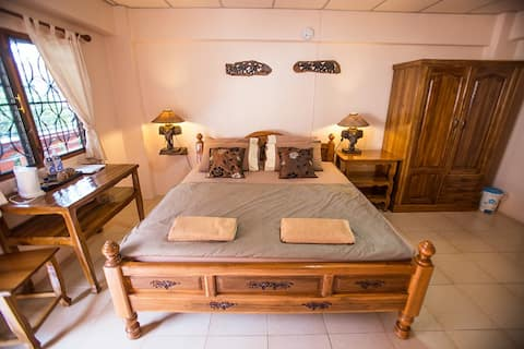 Charming Room with a big bed @ Promtong Mansion