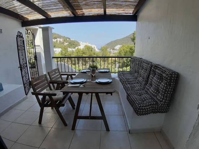 Holiday Home Casita en Cala Llonga with Sea View, Wi-Fi, Terrace, Balcony, Shared Garden & Shared Pool; Parking Available