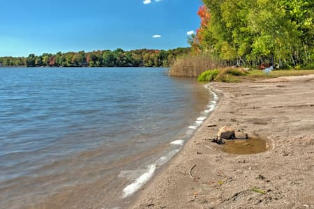 3BR Pocono Lake House w/Spacious Private Deck - Pocono Lake