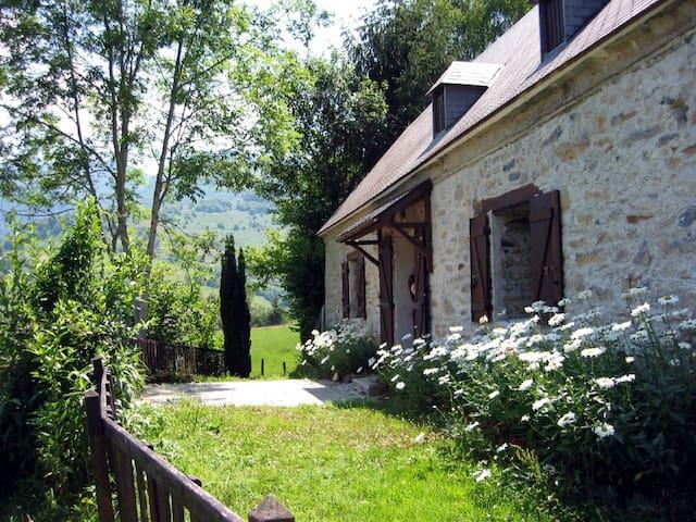 Belle bergerie au cœur des montagnes - Germs-sur-l'Oussouet - Casa