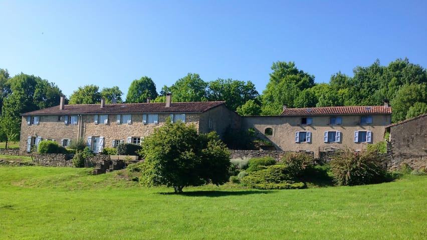 Gîte dans une ferme du 17ème siècle - Rouairoux - Huis
