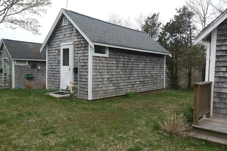 Brewster Tiny house for two; walk, beach, bike!
