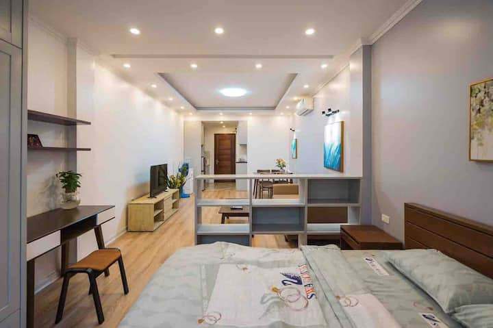SUNNY APARTMENT 1/MORDEN LARGE STUDIO/HANOI CENTRE