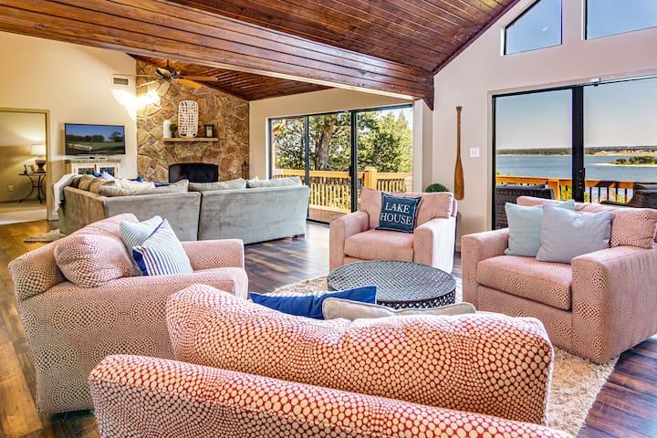 Luxury Texas Lakefront home w/ breathtaking views