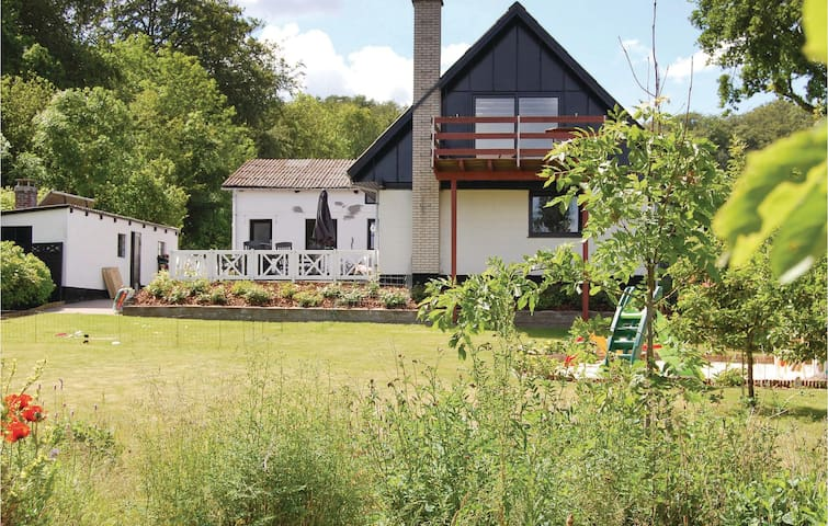 Holiday cottage with 4 bedrooms on 215 m²
