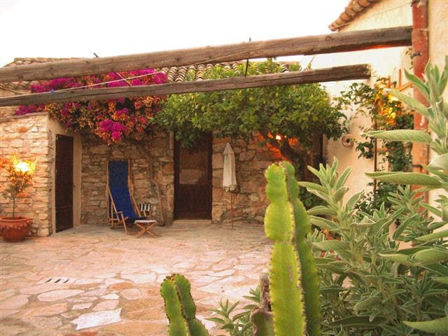 Affascinante casa in pietra - Buseto Palizzolo - Hus